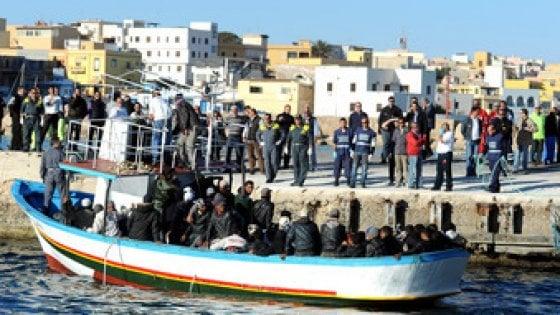 Nuova 'invasione' a Lampedusa: perché non rimandare subito a casa propria i migranti economici?