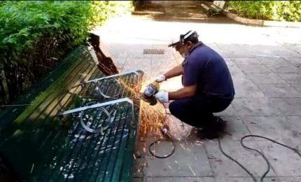 """Palermo: installa i """"braccioli anticlochard"""" e poi smonta i """"braccioli anticlochard"""": chi è che paga?"""