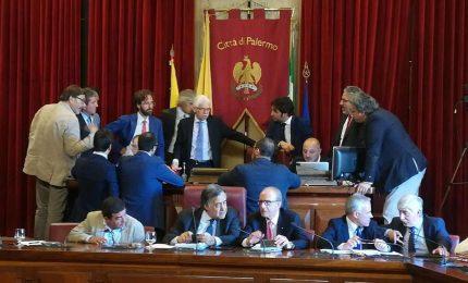 Palermo, Orlando salvo per un voto, la città resta un disastro. In Procura lo scontro tra il sindaco e Giulia Argiroffi