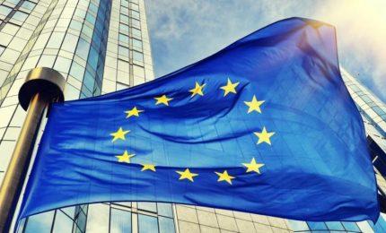 La Ue sta incasinando l'Italia tra Coronavirus, migranti e debito pubblico per 'saccheggiare' il risparmio privato degli italiani!/ MATTINALE 546
