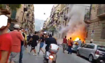 Palermo, a fuoco una discarica a cielo aperto in via Marinuzzi (VIDEO)