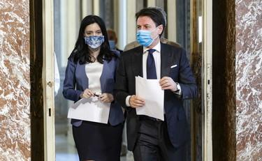 Emergenza Coronavirus: piano piano le Regioni cominciano a chiudere le scuole/ SERALE
