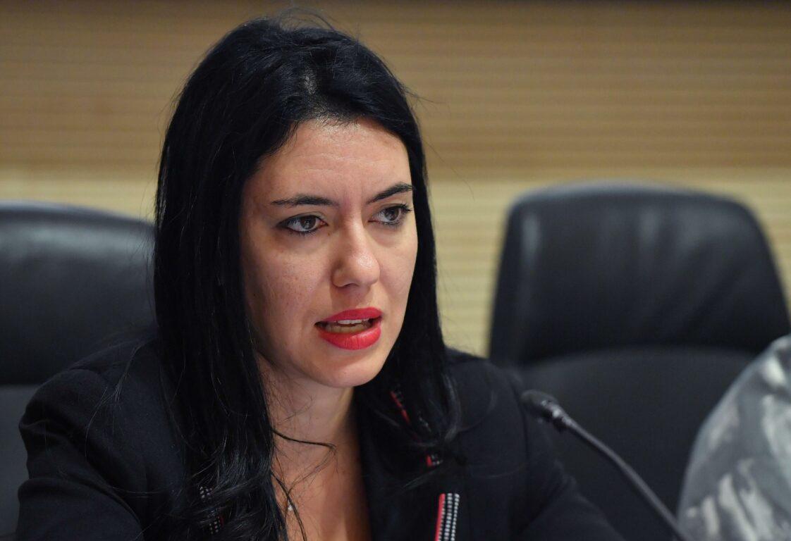Scuola, la Ministra Azzonina contraria alla didattica a distanza. Ma…