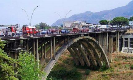 Palermo: il Ponte Corleone da due anni rischia di crollare, ma non gliene frega niente a nessuno!/ SERALE