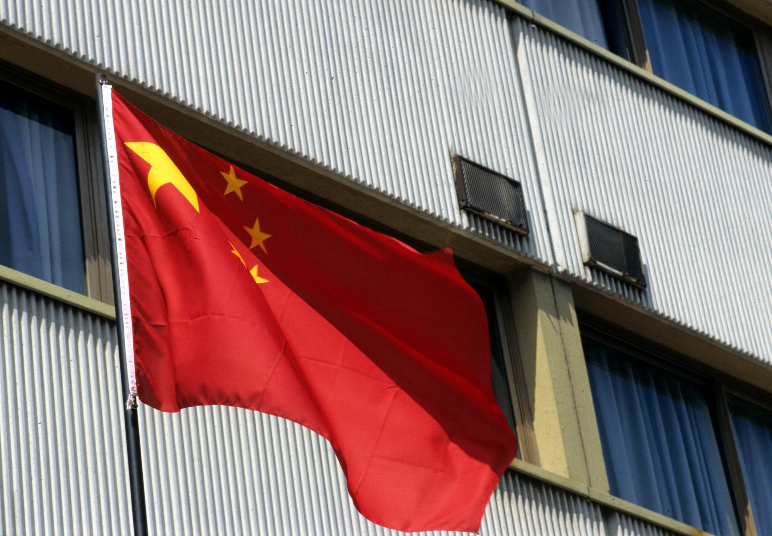Cina: PIL+4% mentre l'Occidente crolla. Chiara o no la pandemia? Italia: serve l'anno fiscale 'bianco'
