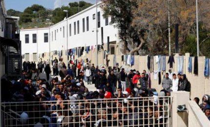 Lampedusa: un VIDEO di Libera Espressione Live racconta come vivono i migranti nell'Hot-spot