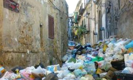 La crisi dei rifiuti a Palermo: l'unica soluzione è trasferirli all'estero come si fa in altre Regioni italiane