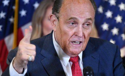 """Elezioni americane, Rudy Giuliani: """"Le frodi elettorali scoperte potrebbero riempire una biblioteca"""""""
