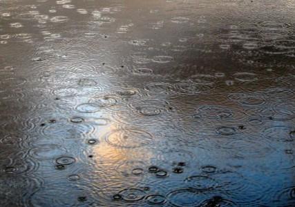 Notte di pioggia a Palermo. Tutto a posto con l'acqua che cade dal cielo?