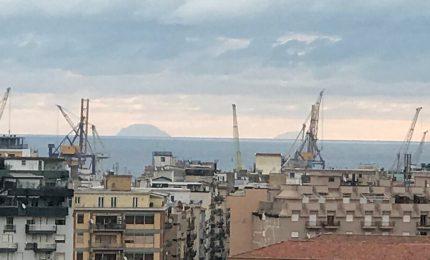 Le isole di Alicudi e Filicudi viste stamattina alle sette da Palermo
