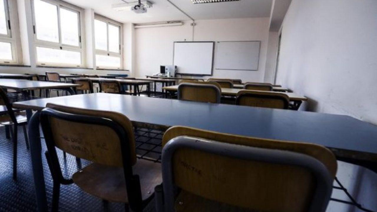 Covid-19, si aggrava la situazione in Sicilia. Probabile rinvio dell'apertura delle scuole