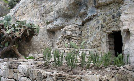 Quando Pasolini a fine anni '50 visitò le grotte di Chiafura, a Scicli, allora ancora abitate