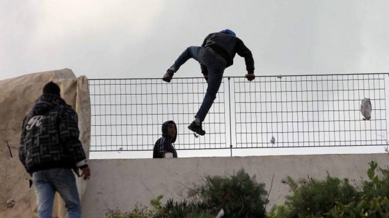 Pandemia, fughe di migranti e blocco delle attività economiche: che speranze ha la Sicilia?/ MATTINALE 533