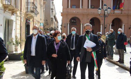 Teresa Bellanova e Davide Faraone, come Garibaldi, sbarcano a Marsala con la Caronte & Tourist e con la Liberty Lines... /SERALE
