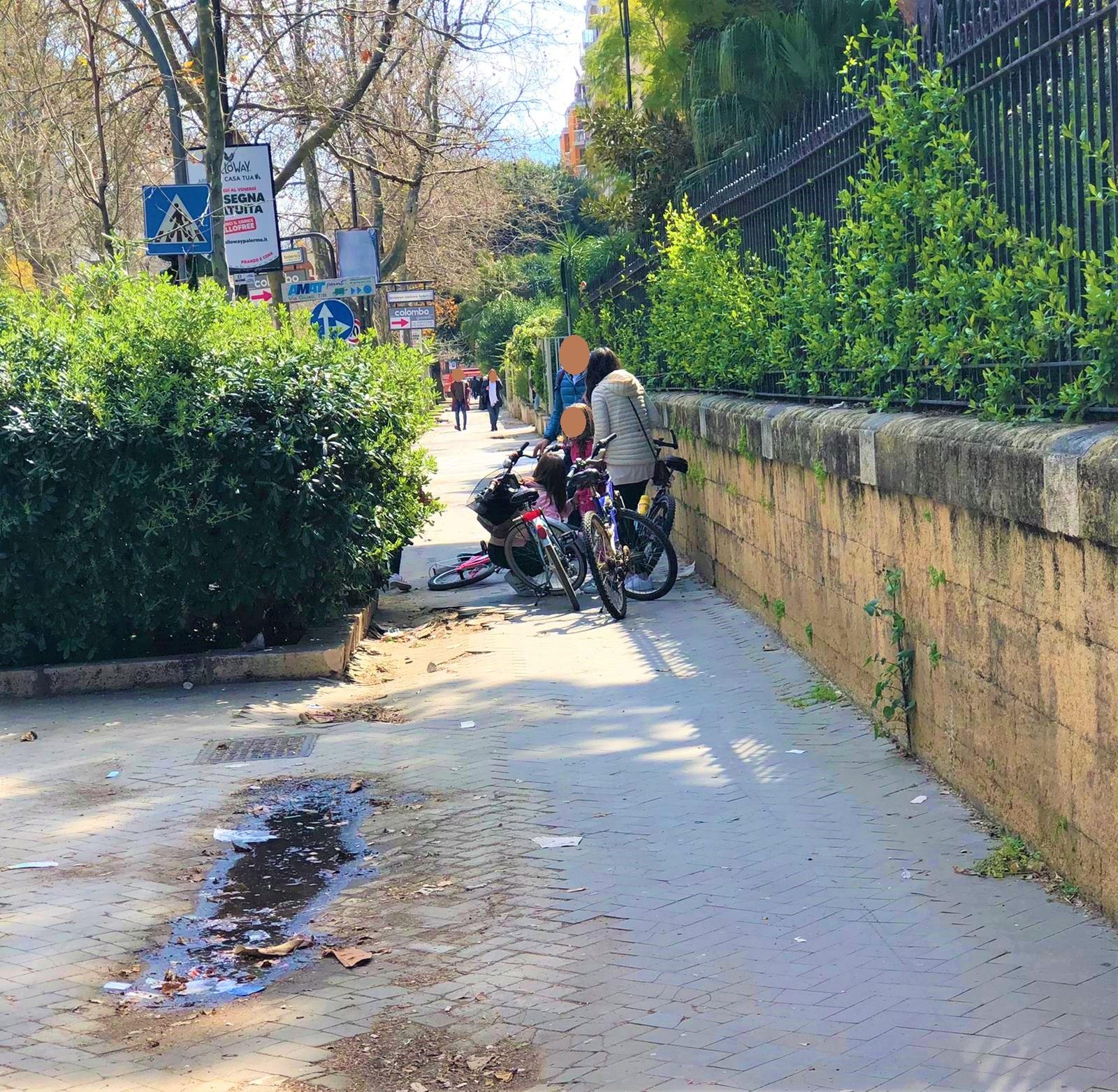 Via Libertà: una voragine nel marciapiedi 'inghiotte' una bambina con la bicicletta/ PALERMO-CITTA' 80