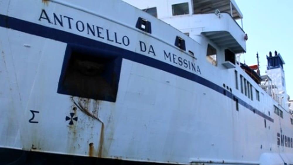 Il 'mistero' di Ustica: c'è la nave per trasportare la munnizza. E la nave per i passeggeri dov'è?/ SERALE