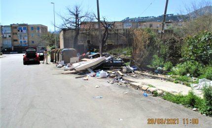 A Borgo Nuovo, quartiere-letamaio tra carcasse di auto, immondizia, alberi bruciati /PALERMO-CITTA' 82