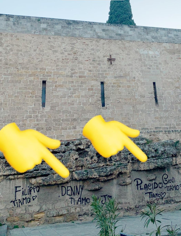 Incredibile a Palermo: hanno imbrattato le mura di San Giovanni degli Eremiti!