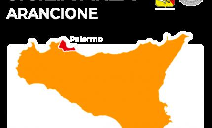 Palermo, scuola elementare in via Alessio Narbone, caos da 'zona rossa'...