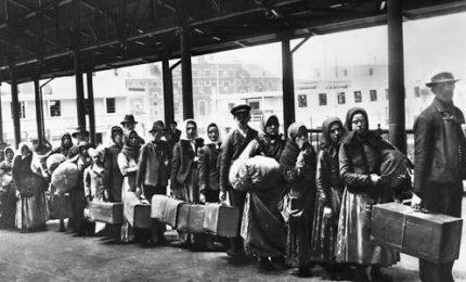 'Unità' d'Italia: 100 mila soldati piemontesi per scannare i ribelli di Sud e Sicilia. Chi non moriva emigrava
