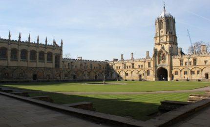 Inghilterra: licenziati i docenti universitari che scrivono su riviste non allineate con il pensiero mainstream