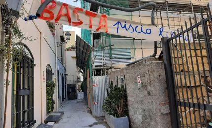 Palermo, movida in Vicolo Caccamo all'Alloro, dove si 'sbevazza a tinchitè' e si piscia dove capita!
