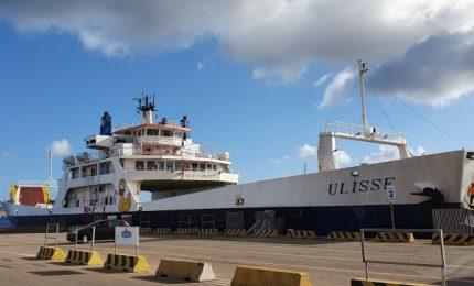 Palermo-Ustica: si viaggia in una nave che trasporta merci. E con oltre due ore di ritardo! E' normale? La Regione che fa?