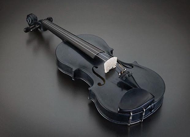 Storia del 'Blackbird', il violino costruito in pietra vulcanica su disegni originali di Antonio Stradivari (VIDEO)