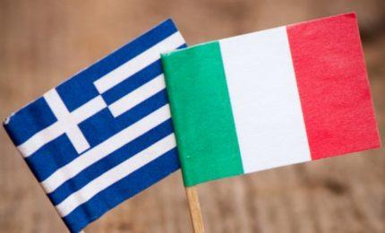 Benzina a 2 euro litro in autostrada e aumento di costi e prezzi. L'Italia come la Grecia di qualche anno fa?/ MATTINALE 493