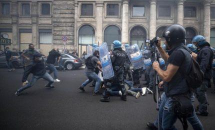 Attacco alla Cgil: non è che hanno 'infiltrato la piazza' per denigrare la manifestazione anti-Green pass e per sostenere Draghi e Cgil?