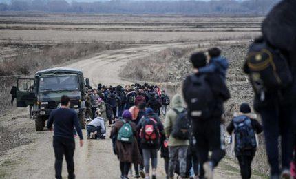 Commissione e Parlamento europeo contro13 Paesi Ue che vogliono i muri anti-migranti ma tacciono sui 5 milioni di siriani bloccati dalla Turchia